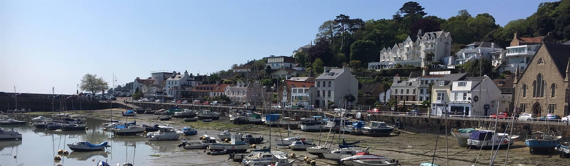 Britains Sunshine Isle - Jersey By Air - DBB